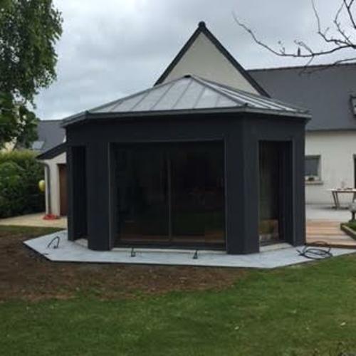 Extension contemporaine menuiserie et toit zinc - Plérin