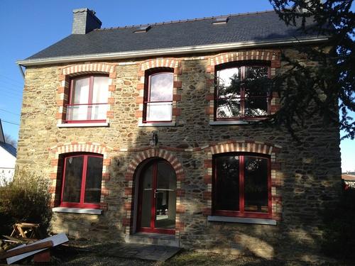 Fenêtres et porte d''entrée alu bordeau- Ploumillau
