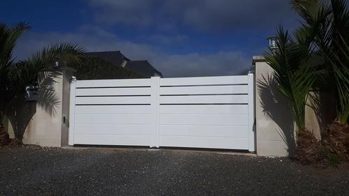 Portail aluminium 2 ventaux avec motorisation et digicode