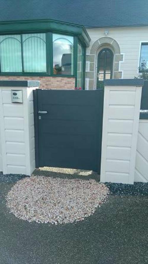 Portail de clôture coulissant et portillon en Alu avec motorisation - Moncontour