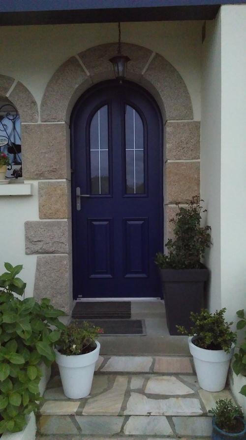 Porte d'' entrée bleu, alu -mixte, cintrée - Saint -Julien