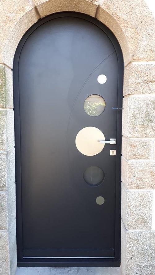Rénovation de portes d''entrée en contre dormant cintré