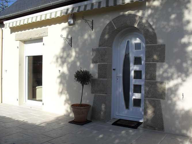 Pose d''une porte en PVC blanc à Plaintel (22) 007