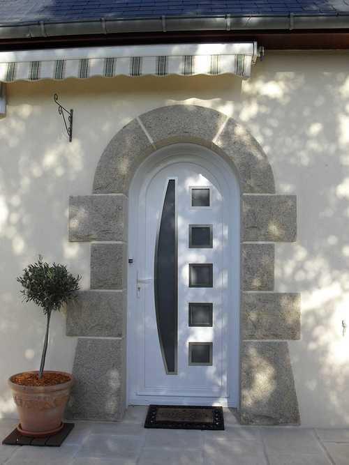 Pose d''une porte en PVC blanc à Plaintel (22) 008