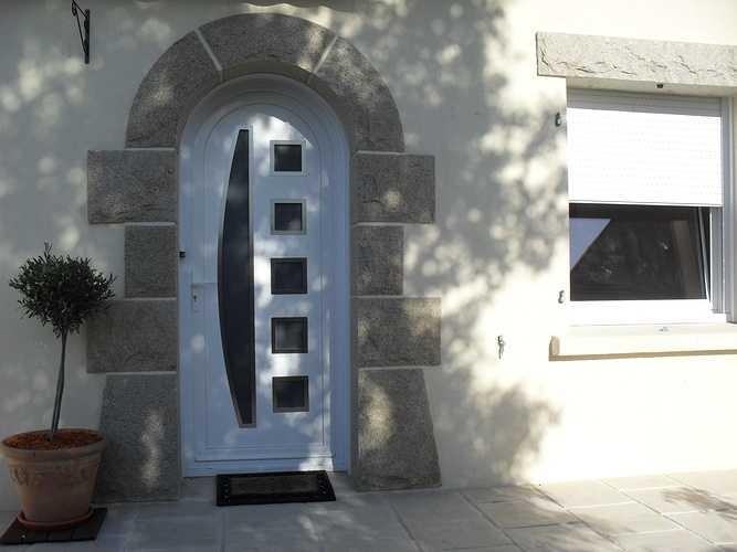 Pose d''une porte en PVC blanc à Plaintel (22) 0